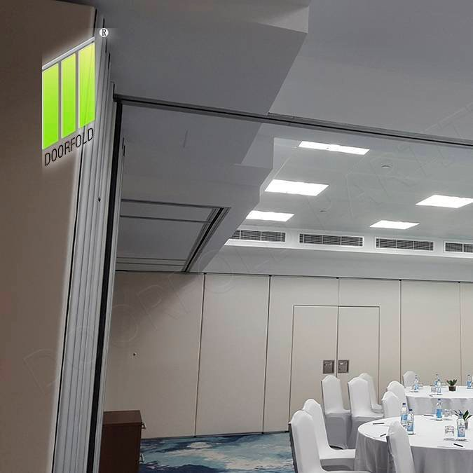 用于隔音房间的可折叠隔音滑动隔墙