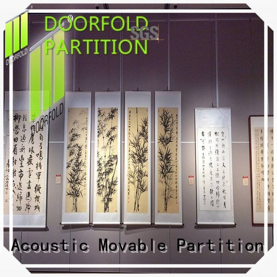 Doorfold movable room dividers operable for display