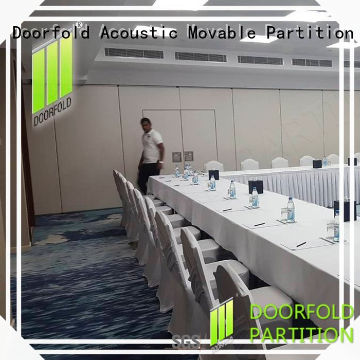 Doorfold flexible sliding partition for conference